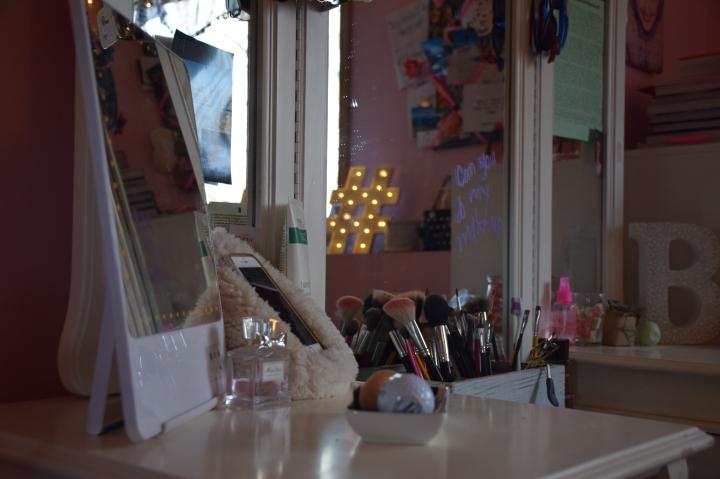 Vanity & Makeup StorageTour