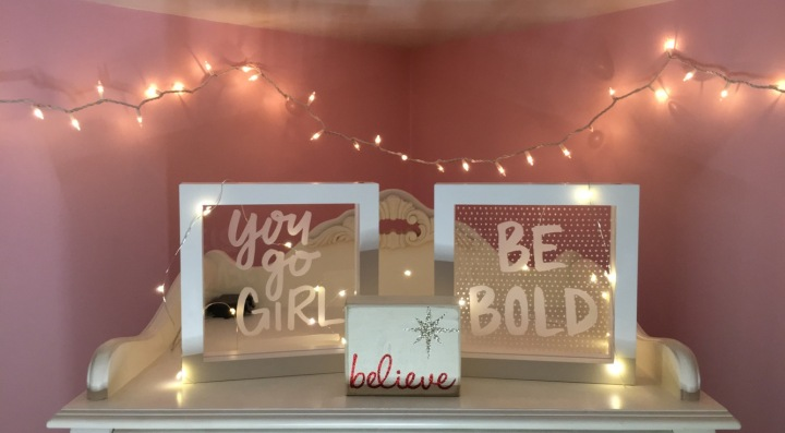 Blogmas Day 7: Christmas Room Decor