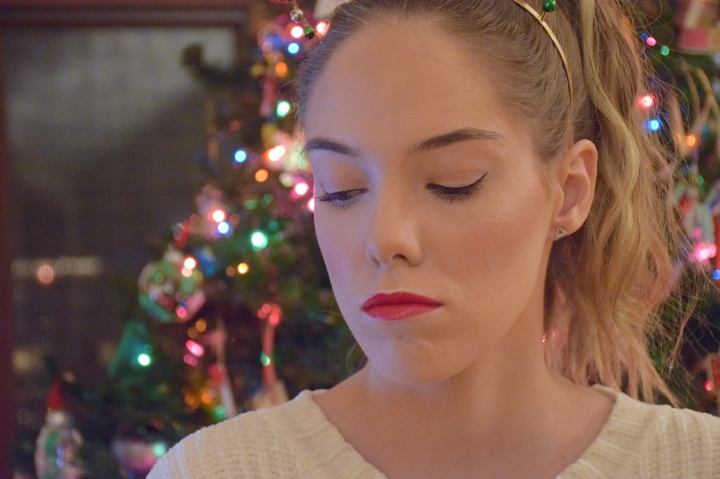 Blogmas Day 5: Red Lips Holiday Look – Collab w/Mali